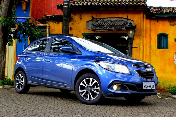 Chevy Onix Brazil November 2015. Picture courtesy of Carrosdoalvaro.blogspot.com