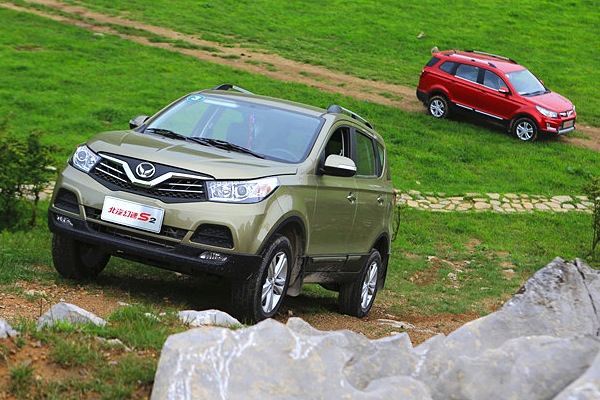Beijing Auto Huansu S2 S3. Picture courtesy of fblife.com