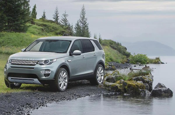 Land Rover Discovery Sport UK October 2015. Picture courtesy autoexpress.co.uk