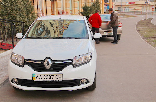 Renault Logan Ukraine July 2015. Picture courtesy of autocentre.com.ua