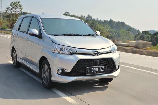 Indonesia August 2015: New Toyota Avanza And Daihatsu