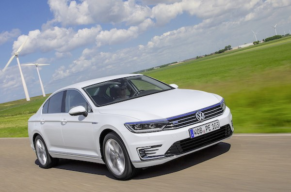 Volkswagen Passat GTE Germany October 2015