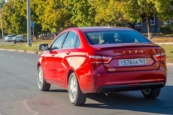 Lada Vesta back Russia November 2015. Picture courtesy zr.ru