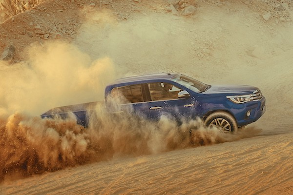 Toyota Hilux Saudi Arabia 2015