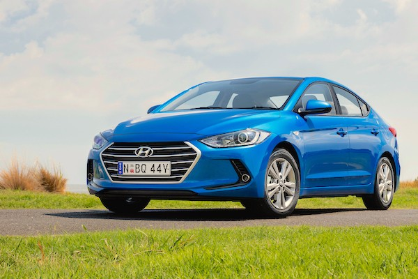 Hyundai Elantra Chile February 2016