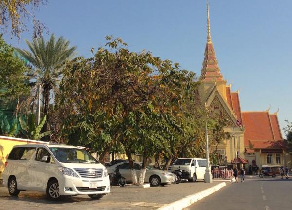 4. Toyota Alphard Phnom Penh