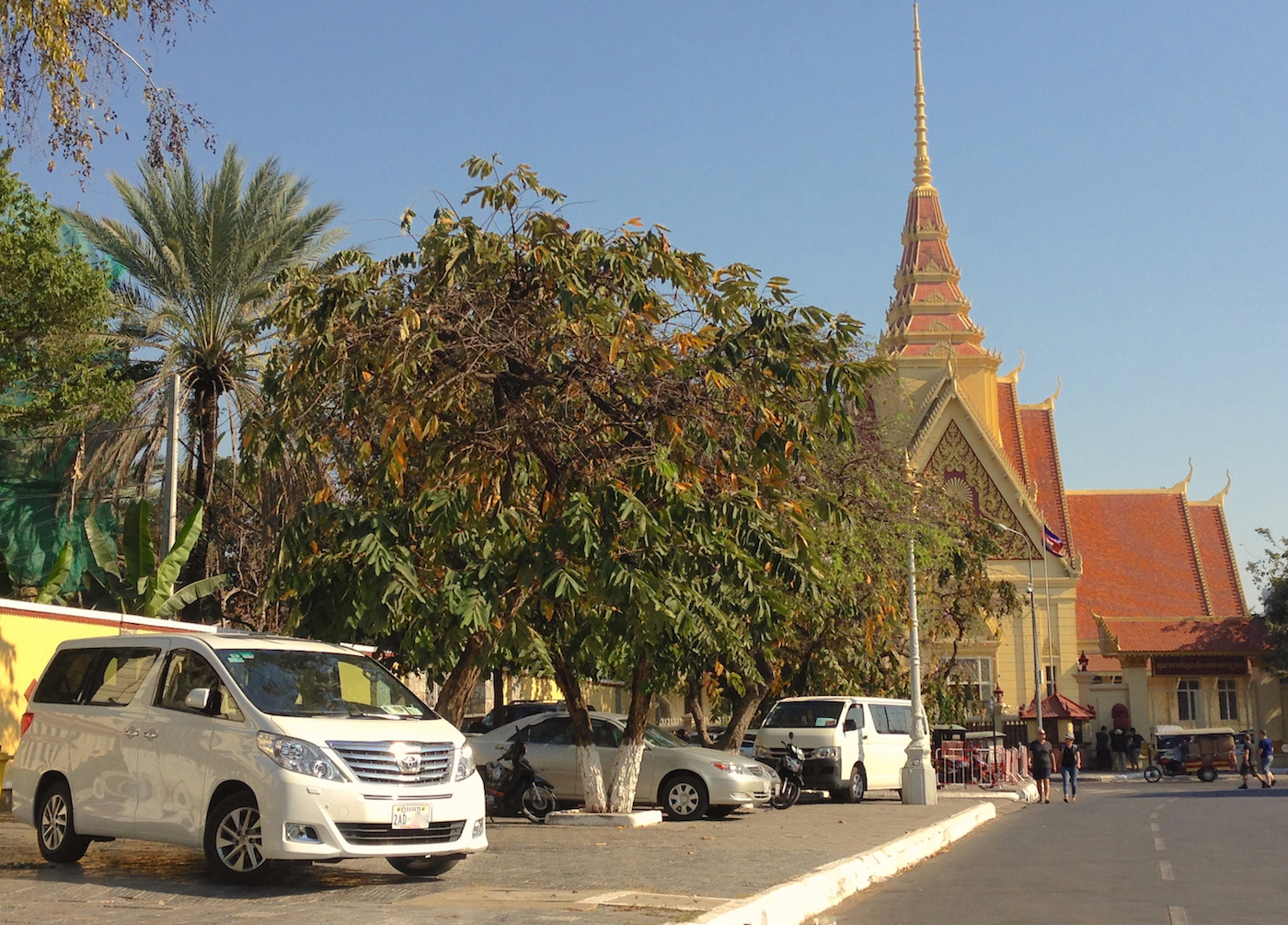 Cambodia 2016 Photo Reports: The cars of Phnom Penh – Best
