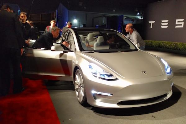 Tesla Model 3 Picture 3