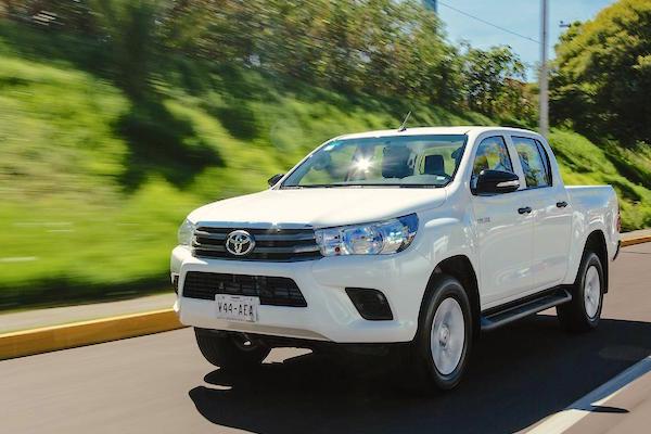 Toyota Hilux Mexico March 2016. Picture courtesy autocosmos.com.mx