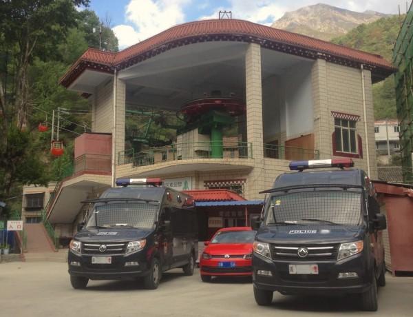 Dongfeng Police Van Kangding China 2016