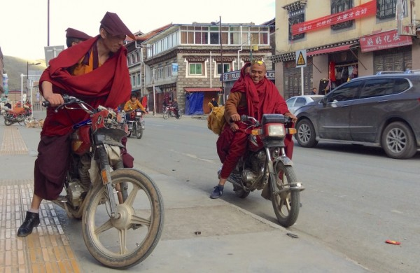 Tagong street scene 2