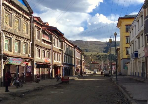 Tagong street scene