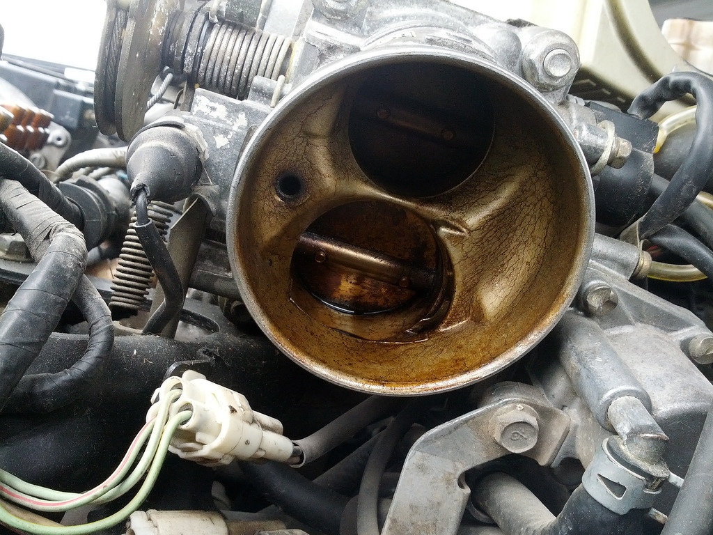 Dirty Throttle Body (Diagnosing and Cleaning Guide)