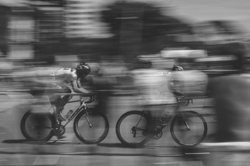 dinamika partikel sebuah sepeda