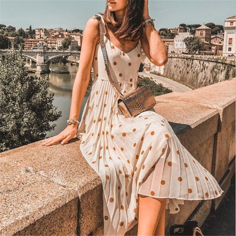 How to Choose Holiday Dresses That Will Make a Statement This Year