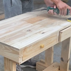 Amazing Ideas For Wood Pallet Recycling | How To Build A Student Desk From Wooden Pallets.