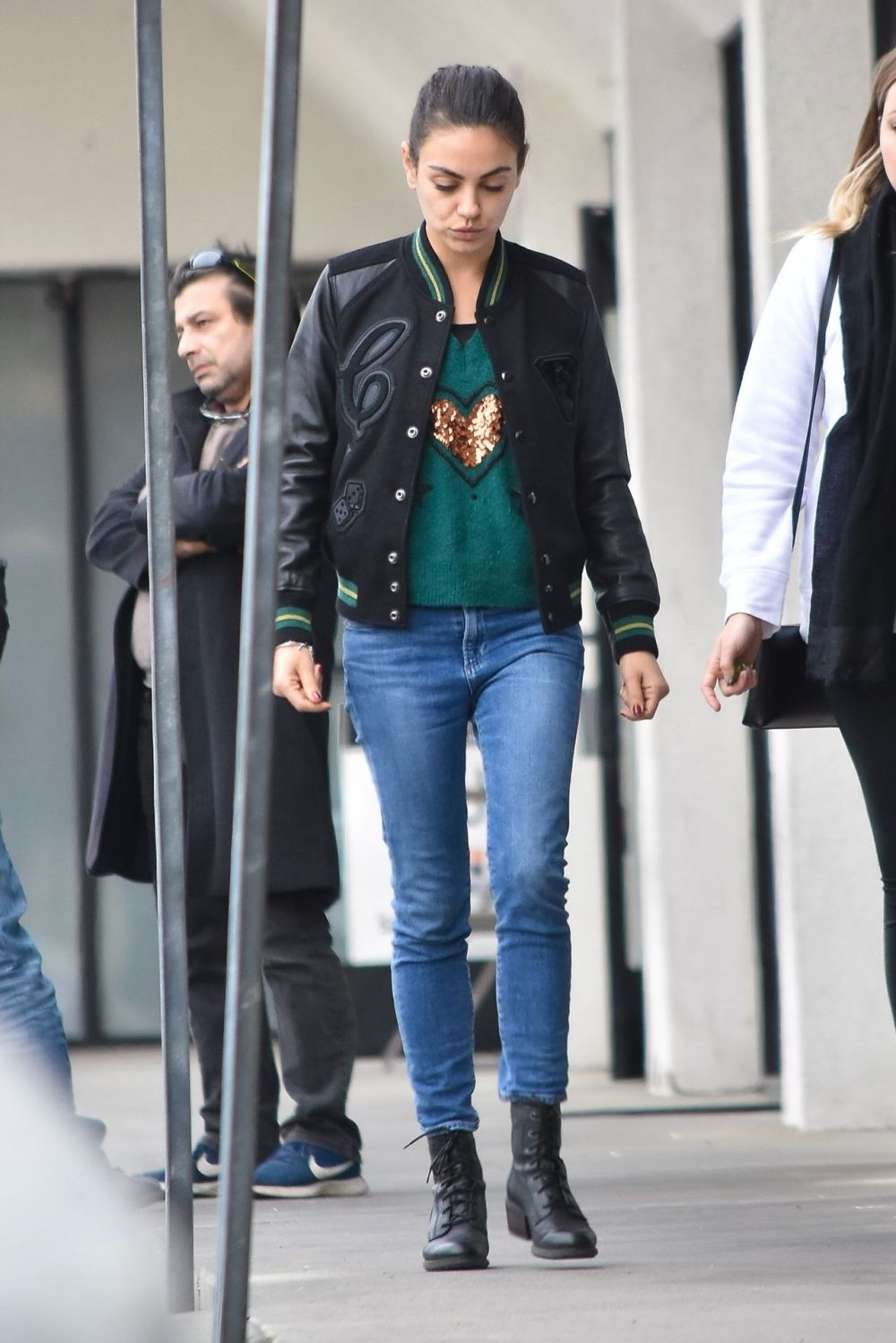 Mila Kunis is losing weight because she has no time for herself?  (PICTURES)