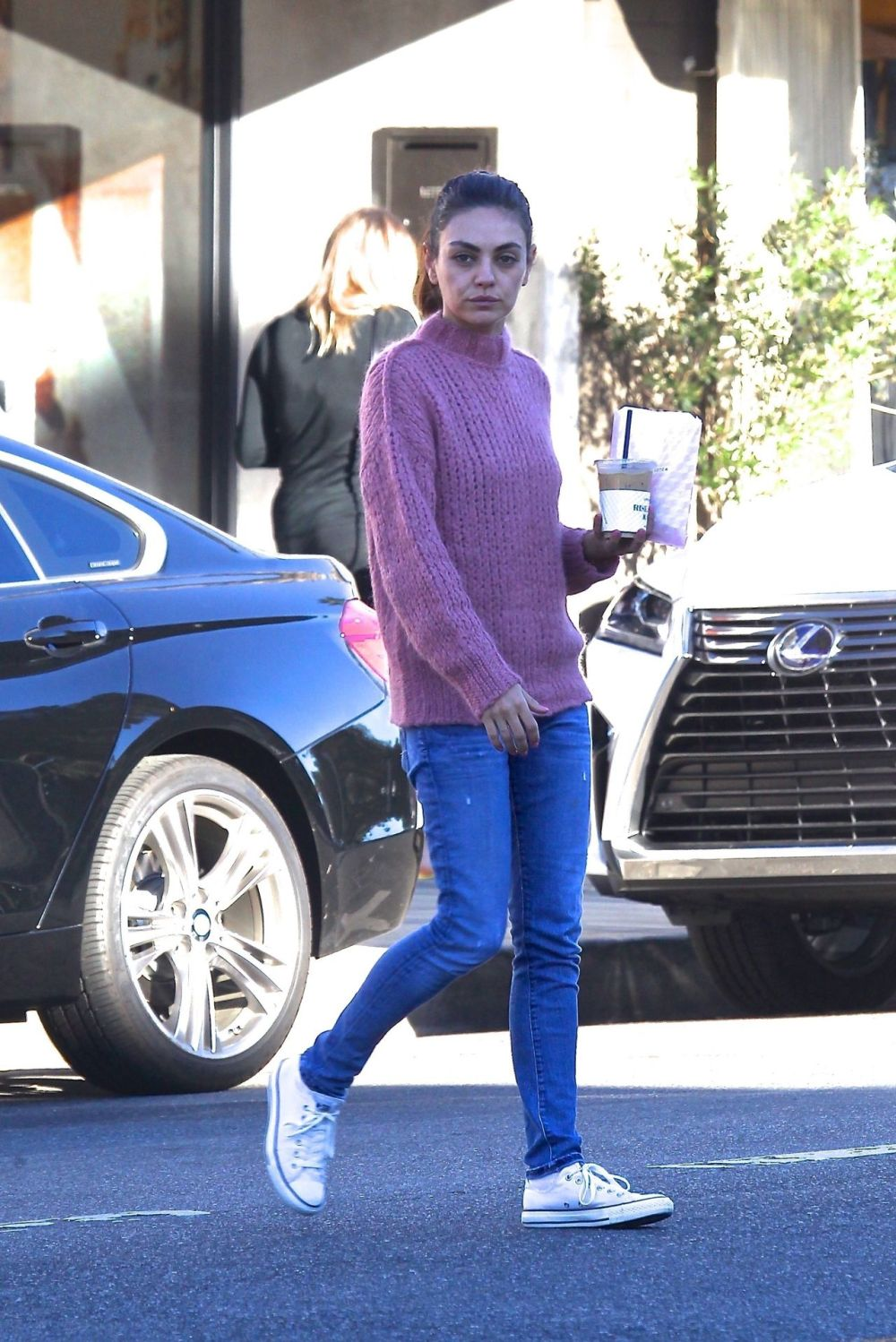 Mila Kunis (35) has lost a lot of weight and looks tired (PHOTOS)