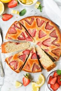 lemon snack cake with strawberries - bethcakes.com