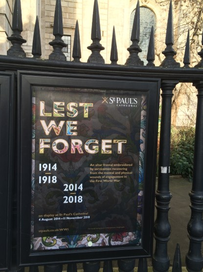 """Sign in St Paul's Churchyard: """"Lest We Forget, 1914-1918/2014-2018"""""""