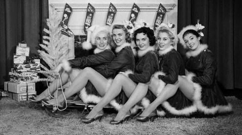 vintage-x-mas-girls-pin-ups-christmas-time