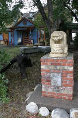 Hays Stone Gallery pedestal Kansas Oct 2009