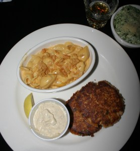 Hays Gella's Diner salmon cakes mac spinach Nov 2009