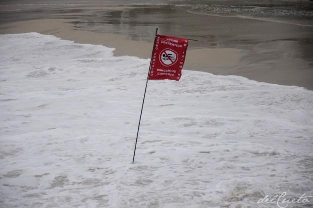 Ponta 130314 015 bandeira perigo correnteza