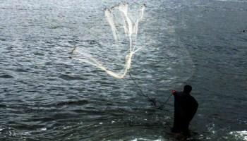 Arpoador 150322 005  pescador jogando a tarrafa 2