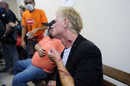 Prefeitura atende feridos em manifestação de servidores no Centro Cívico. Curitiba, 29/04/2015 Foto: Everson Bressan/SMCS