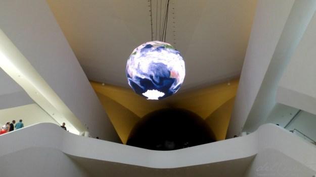 M Amanhã 160225 009 Museu do Amanhã globo escadaria entrada