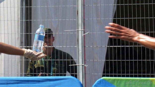 Triatlo-160818-023-garrafa-água-mão