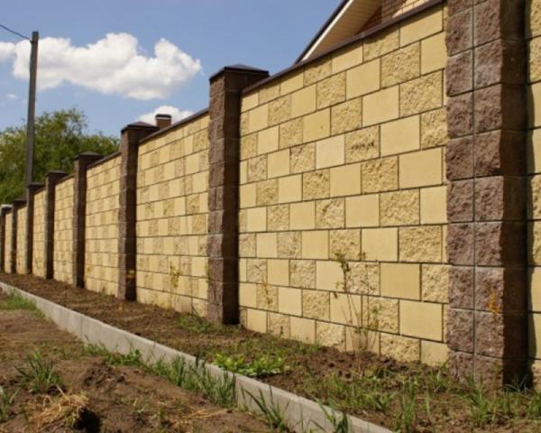 Бетонный забор на дачу: надежные заборы из бетона для ...