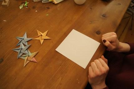Nimm ein quadratisches Blatt Papier