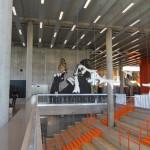 Heyerdahlskolan. Öppen förbindelse mellan två våningsplan blir en samlingsplats. Pelarna är gjutna i stålform, därefter rengjorda och behandlade med dammbindande medel. Foto: Sussie Schwab