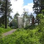 Midtåsen. Infogat i naturparken ligger den sparsmakade paviljongen för skulpturer av Knut Steen. Foto: Anita Stenler