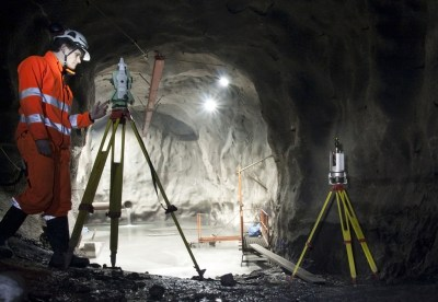 SWEDEN, KIRUNA IRON ORE MINE - FEBRUARY 26, 2012: A land surveyor during his work with surveying and scanning using theodolite or total station and scanner. Inside largest iron ore mine. Foto: Zdenek Adamec / Shutterstock