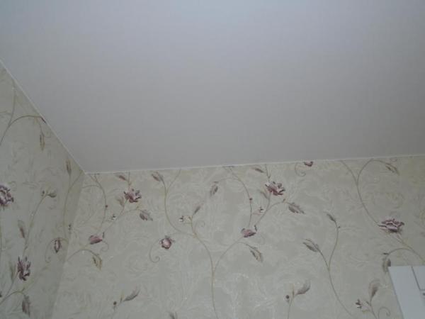 Что делают вперед натяжной потолок или обои – Что сначала ...