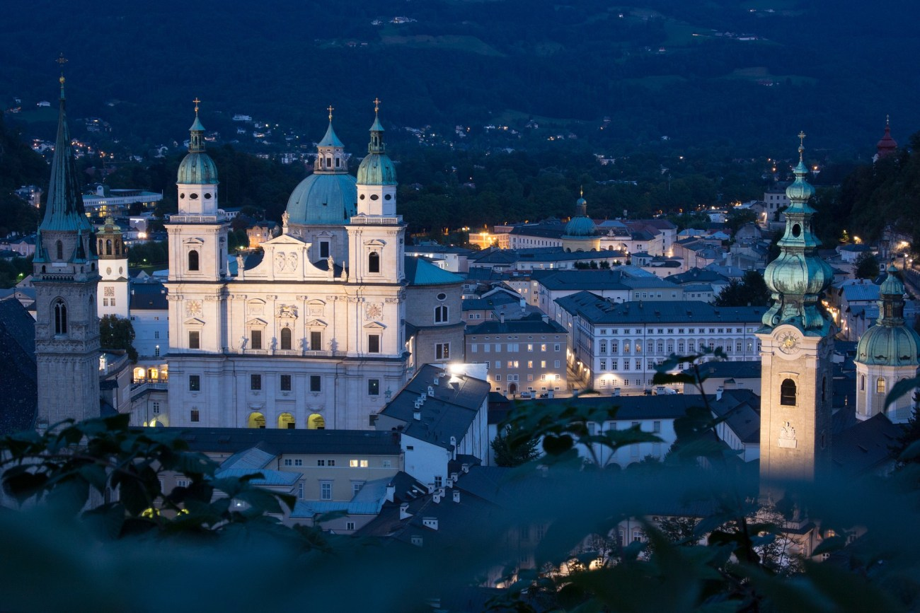 Also in the evening and night Salzburg is worth a visit with its shining lights