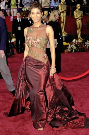 halle-berry-most-iconic-oscar-dresses-620bes022211