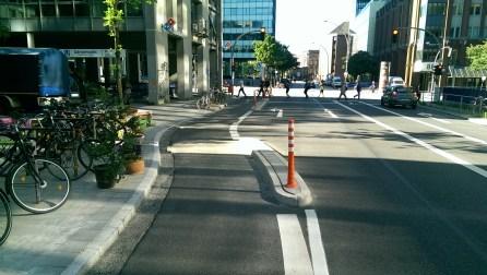 Protected Bike Lane in der Caffamacherreihe