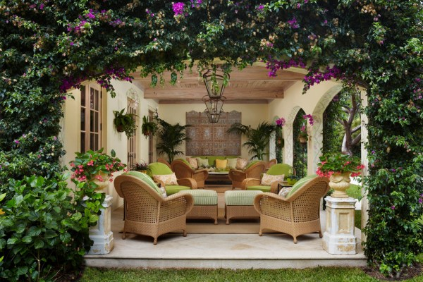 tropical outdoor patio Outdoor Entertaining: Quick Garden Makeover Tips to Wow