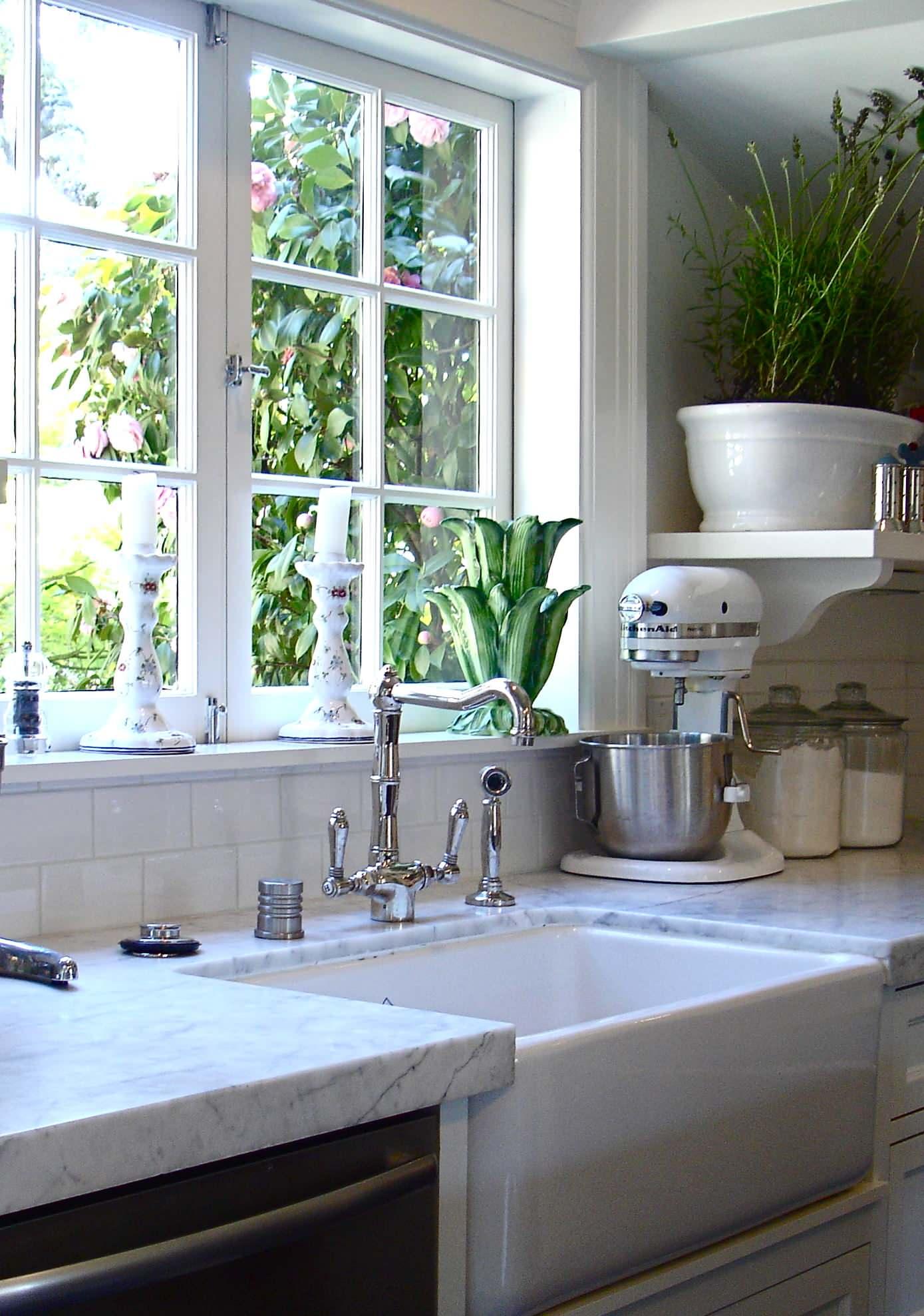 4 Gorgeous Kitchen Sink Ideas ... on Kitchen Sink Ideas  id=90327