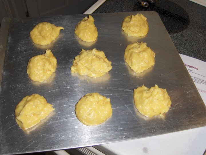 Making Gougères