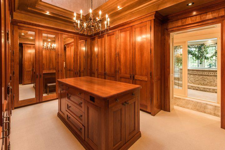 31 Knightswood Road - Master Bedroom Closet