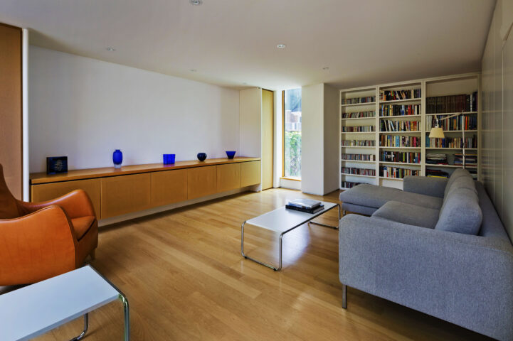 Integral house 194 roxborough Drive - library room