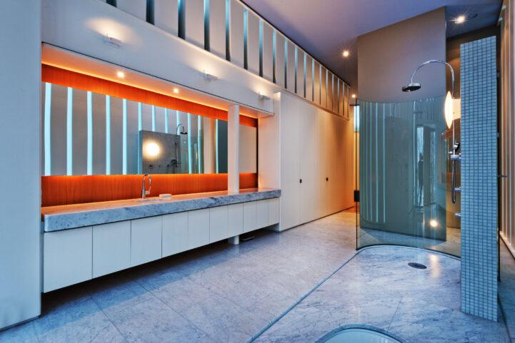 Integral house 194 roxborough Drive - master bathroom