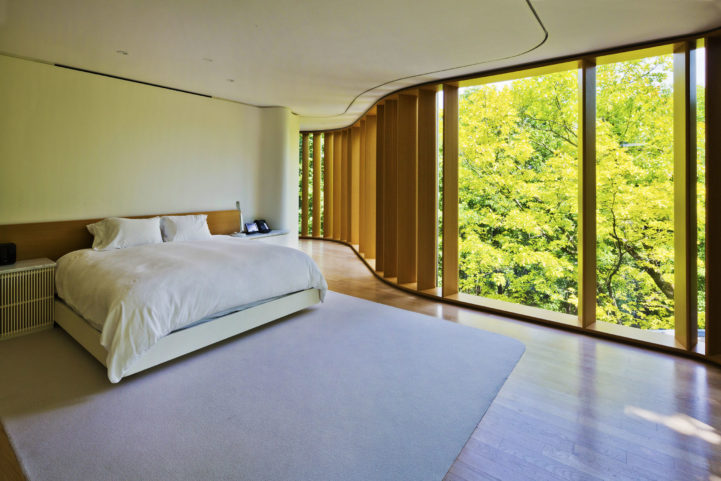 Integral house 194 roxborough Drive - master bedroom