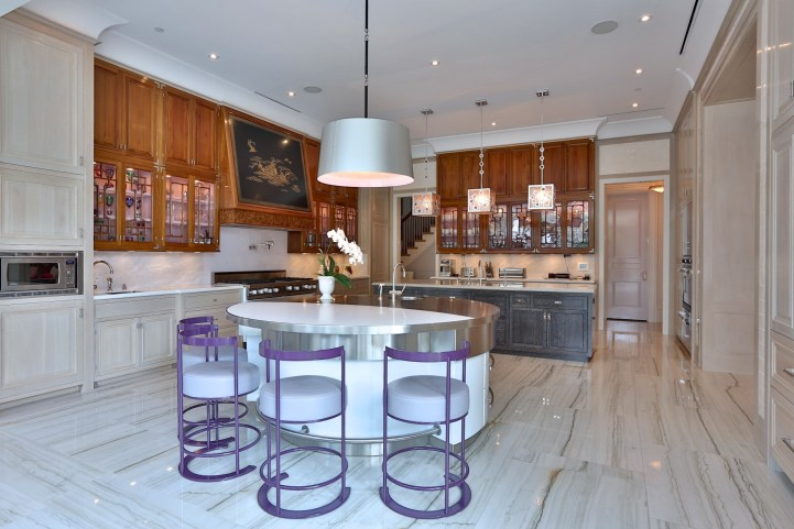 10 High Point Road - Kitchen Breakfast Counter