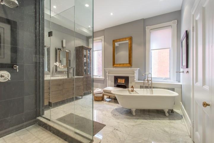 123 Bedford Road - Master Bathroom Tub
